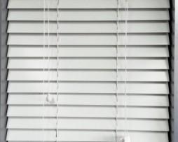 budget white wood venetian blinds